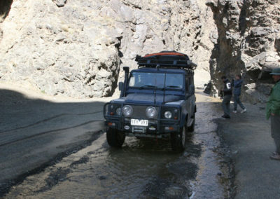 1-Defender-at-Dugany-Am-Gorge-Mongolia
